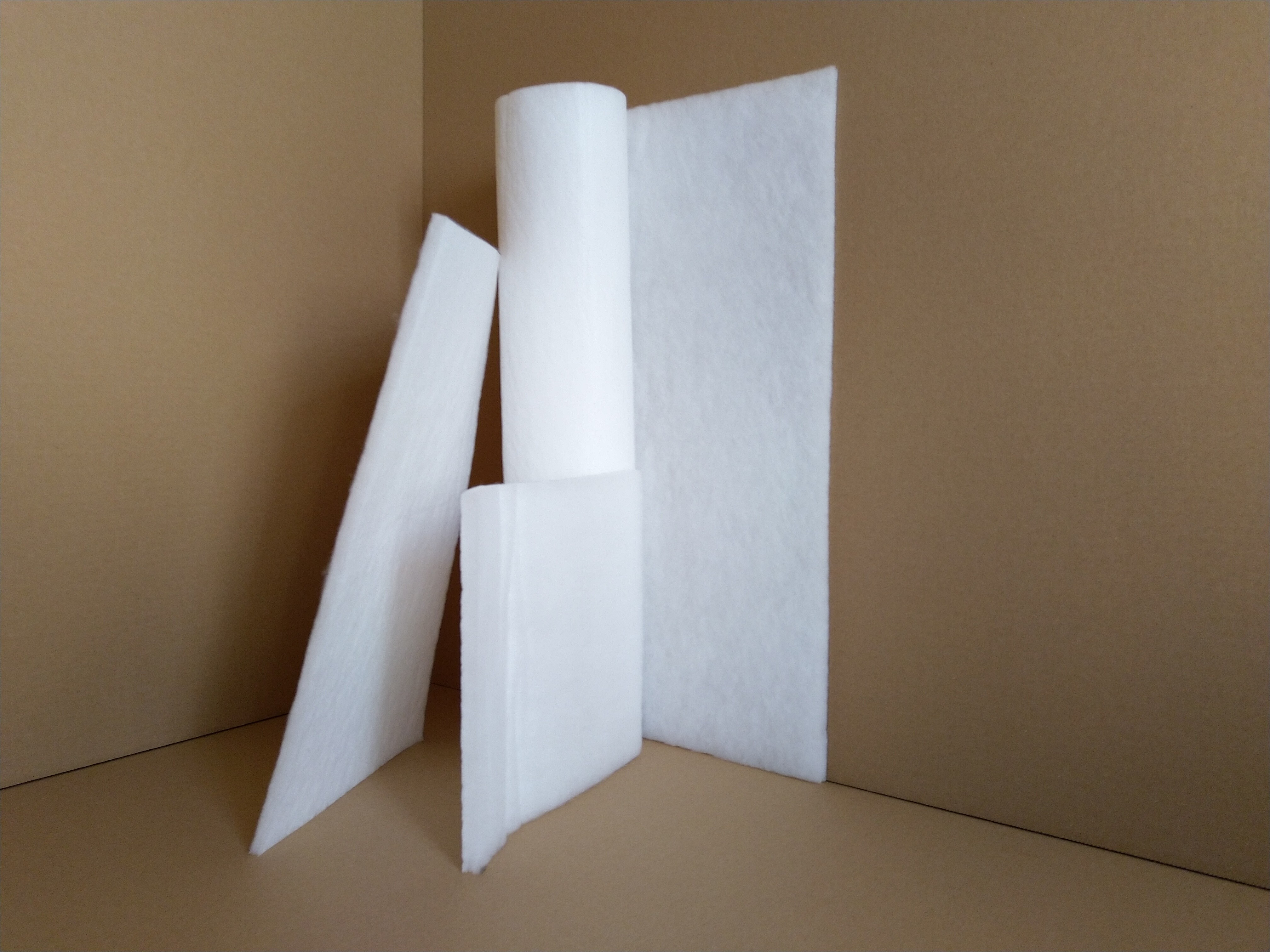 Synthetic polyester filtering non-woven fabric